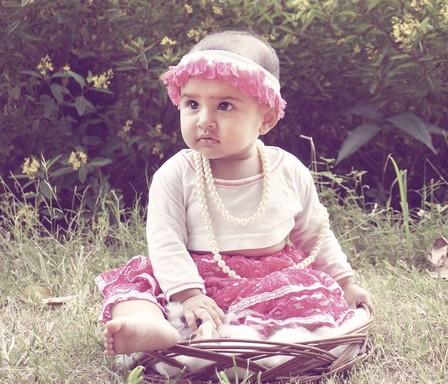 Kislány a kosárban, Kép: pixabay
