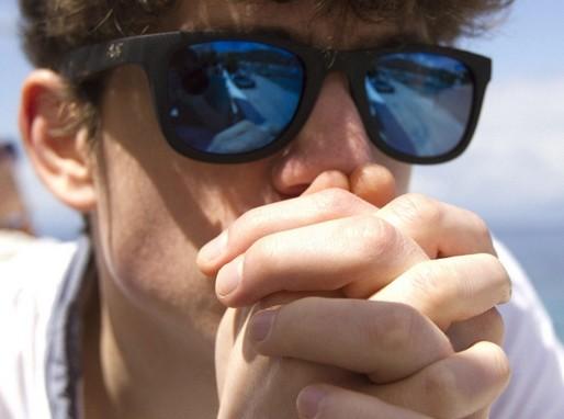 Napszemüveges férfi, Kép: pixnio