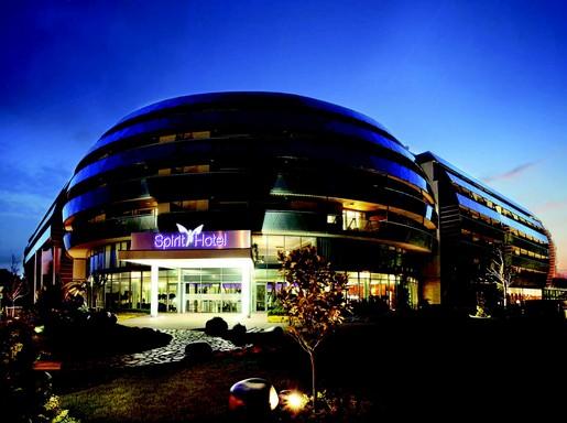 Spirit Hotel külső éjszakai, Kép: Spirit