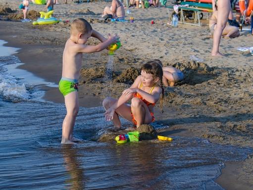 Strandoló gyerekek, Kép: pixabay