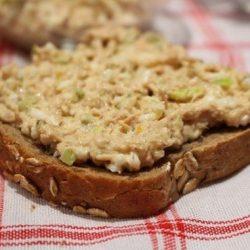 angol reggeli, póréhagyma, reggeli, szendvics, tojás, tonhalkonzerv
