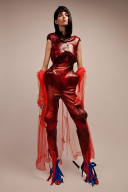Vörös ruha, Kép: Wanda Martin