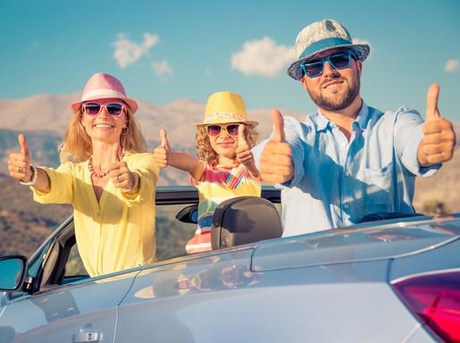Vidám család az autóban, Kép: Bridgestone