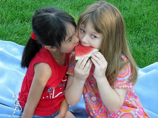 Görögdinnyét evő gyerekek, Kép: pixabay