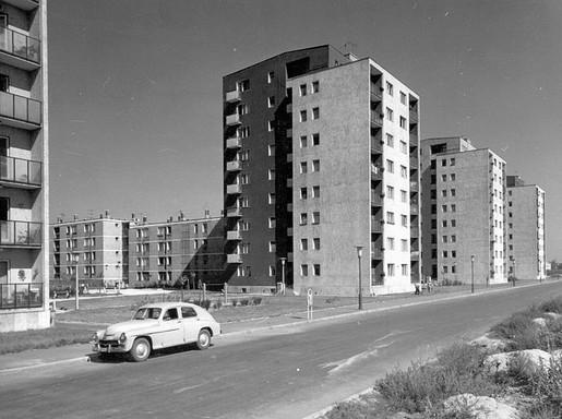 József Attila lakótelep a Dési Huber út, Távíró utca és Toronyház utca közötti szakasza egykor, Kép: wikimedia