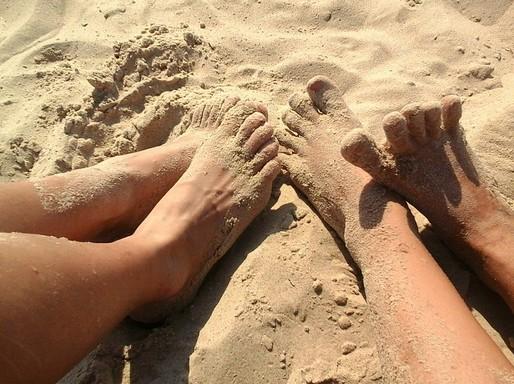 Lábak a homokban, Kép: pixabay