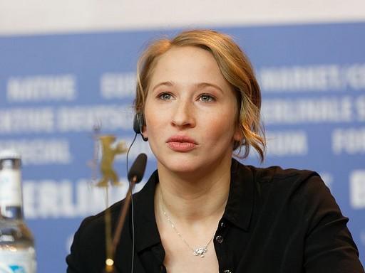 Tenki Réka egy berlini sajtótájékoztatón, Kép: wikimedia