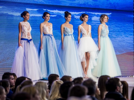 Esküvői ruhák kék fehér, Kép: Happy Bridal Days