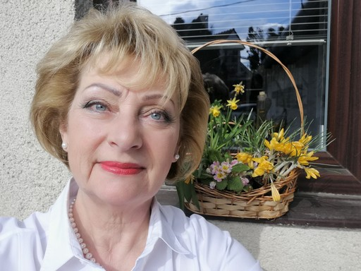 Konyhaablakom tavaszi virágokkal, Kép: László Márta