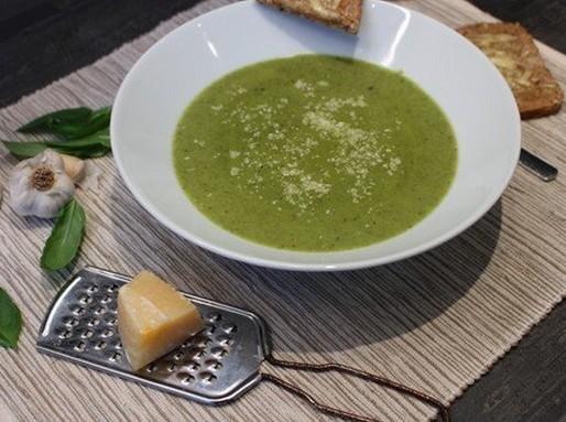 Parmezános, bazsalikomos leves, Kép: Hegyvári Zoltán