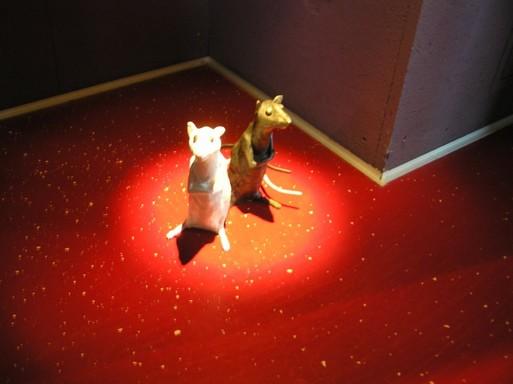 Fekete-fehér egerek a vetítő egyik sarkában, Kép: László Márta