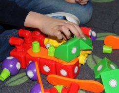 2-3 éves gyerek, bab, baba, építőkocka, finommotorika, gyurma, játék, memóriafejlesztés, nevelés