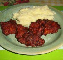 csirke felsőcomb, piros-arany, szezámmag, tojás