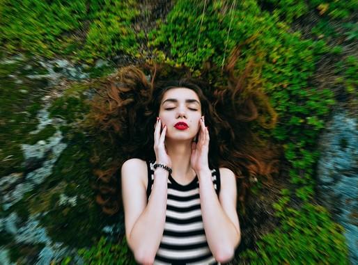 Lecsukott szem, női, az erődben, Kép: pixabay