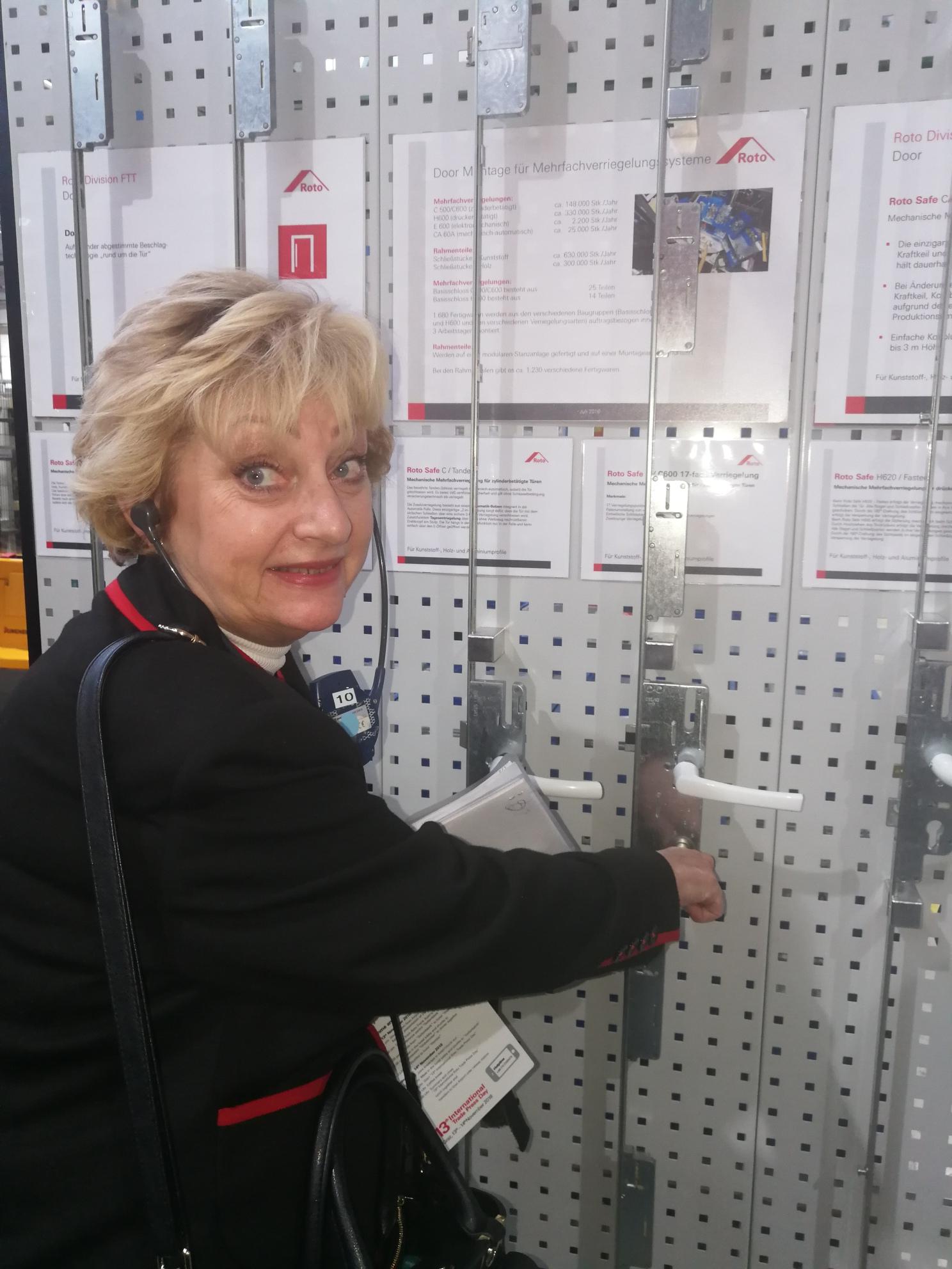 Grazi tudósítónk szinkrontolmáccsal, ajtópróbával, Kép: Ware-Nagy Orsolya