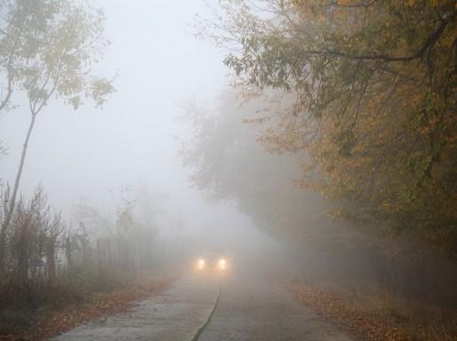 Ködös út autóval, Kép: pixabay