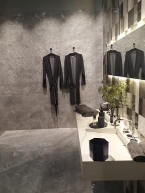Márvány a fürdőszobában, Kép: újHÁZ Centrum
