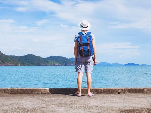 Férfi háttal tóparton, Kép: The Famous Grouse