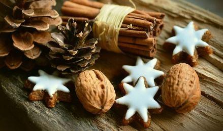 Karácsonyfára toboz, dió, Kép: Megyeri Szabolcs