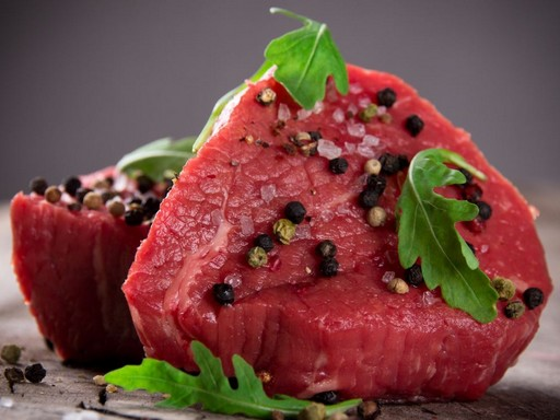 Nyers hús fűszerekkel