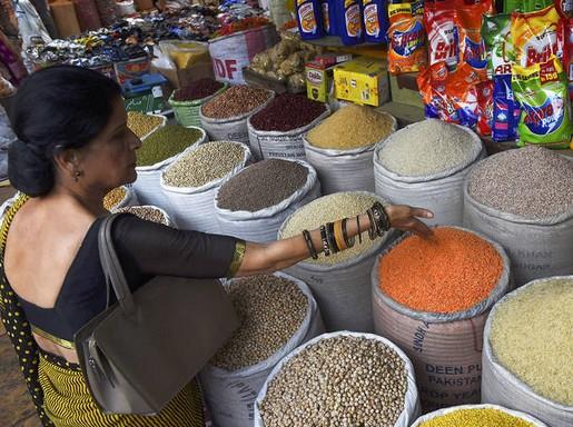 Piac Pakisztánban, Fotó: FAO/Asif Hassan
