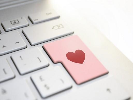 Szív a számítógép gobjai közt, Kép: pixabay
