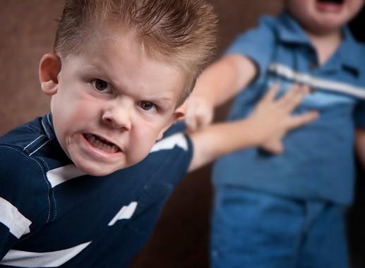Agresszív gyerek, Kép: noionvedelem.hu
