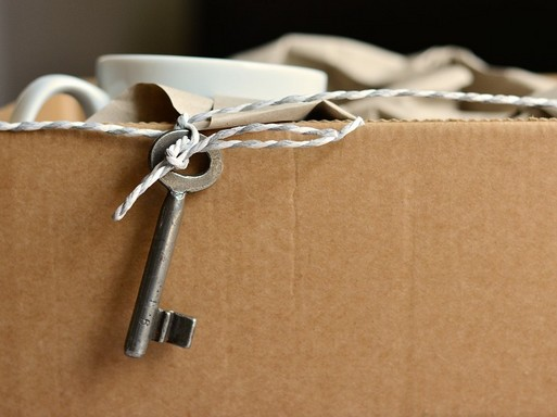 Költöződoboz kulccsal, Kép: pixabay