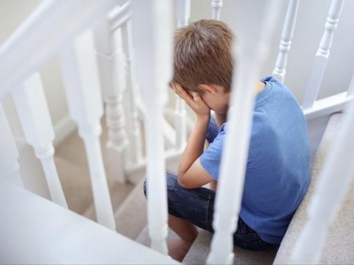 Magába forduló gyerek, Kép: noiinvedelem.hu