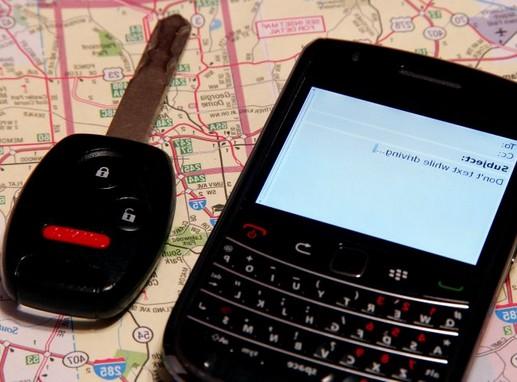 Parkolás, mobil, térkép, autókulcs, Kép: pixnio