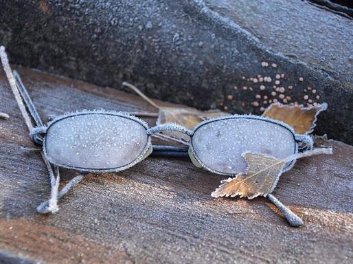 Szemüveg a téli padon, Kép: pixabay