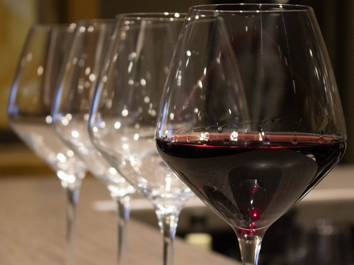 Vörösbor, poharak, Kép: pixabay