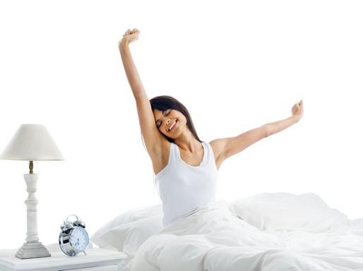 Ébredés, lány nyújtózkodik, Kép: biopont.hu