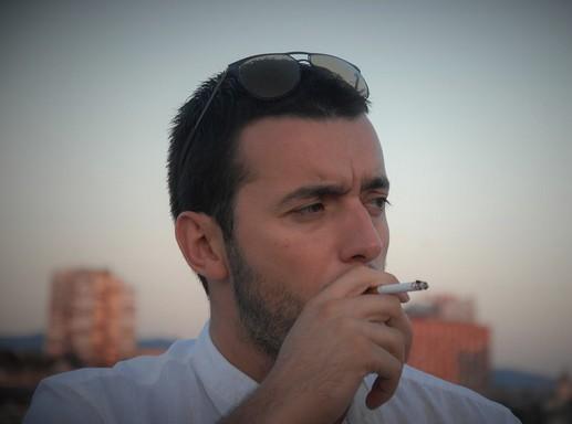 Cigarettázó férfi, Kép: pixabay