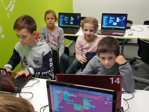 Netező gyerekek, Kép: logiscool