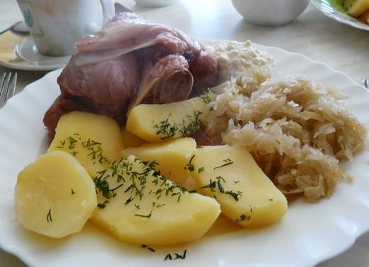 Savanyú csülök káposztával, krumplival, Kép: wikipedia