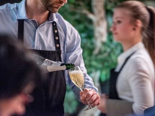 Somlói bor töltése, Kép Nagy Gábor