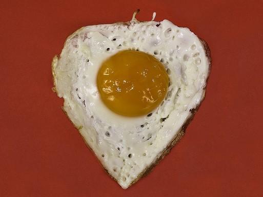 Szív alakú tükörtojás, Kép: pixabay