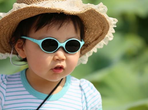 Gyerek napszemüvegben, Kép: pixabay