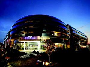 Spirit Hotel külső éjszakai, Kép:Spirit