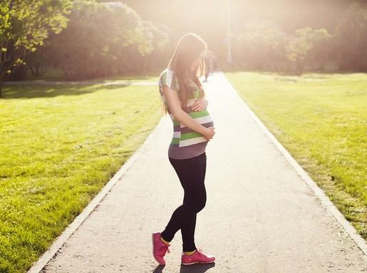 Terhes kismama sportol, Kép: pixabay