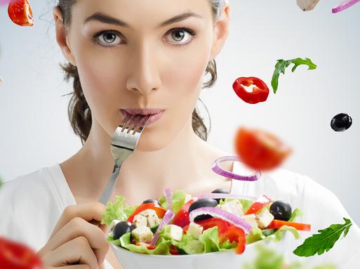 Zöldségeket evő csinos lány, Kép: cukorbetegközpont