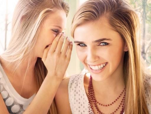 Barátnők suttognak, Kép: pxhere