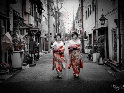 Gésák sétálnak az utcán, Kép: sajtóanyag