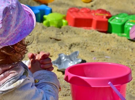 Homokozó kislány, Kép: pixabay