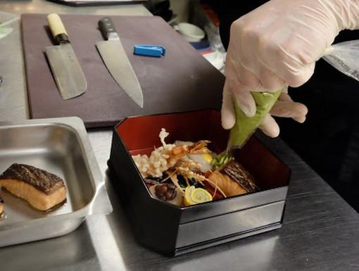 Japán étel készül Kurkó Zsolt keze alatt, Kép: Jókuti András