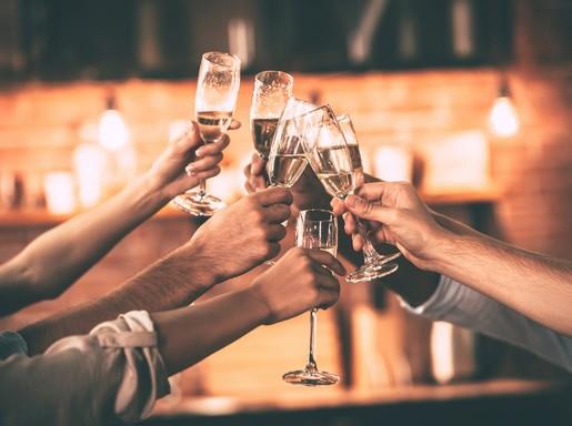 Champagne-koccintás-Kép-sajtóanyag