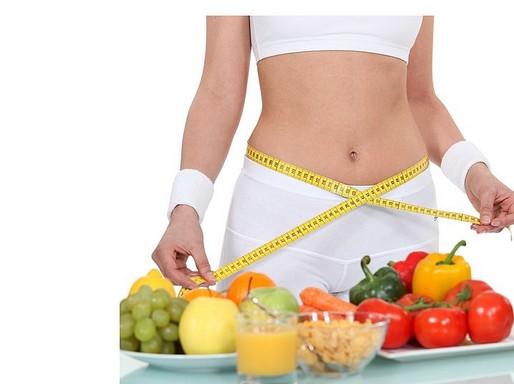 Fogyókúra, nő centivel és zöldségek, Kép: wikimedia
