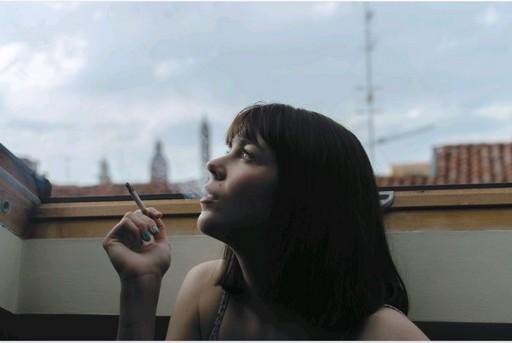 Dohányzó nő, Kép: pxhere