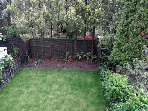 Hátsó kert egy XX. kerületi sorházban, Kép: László Márta